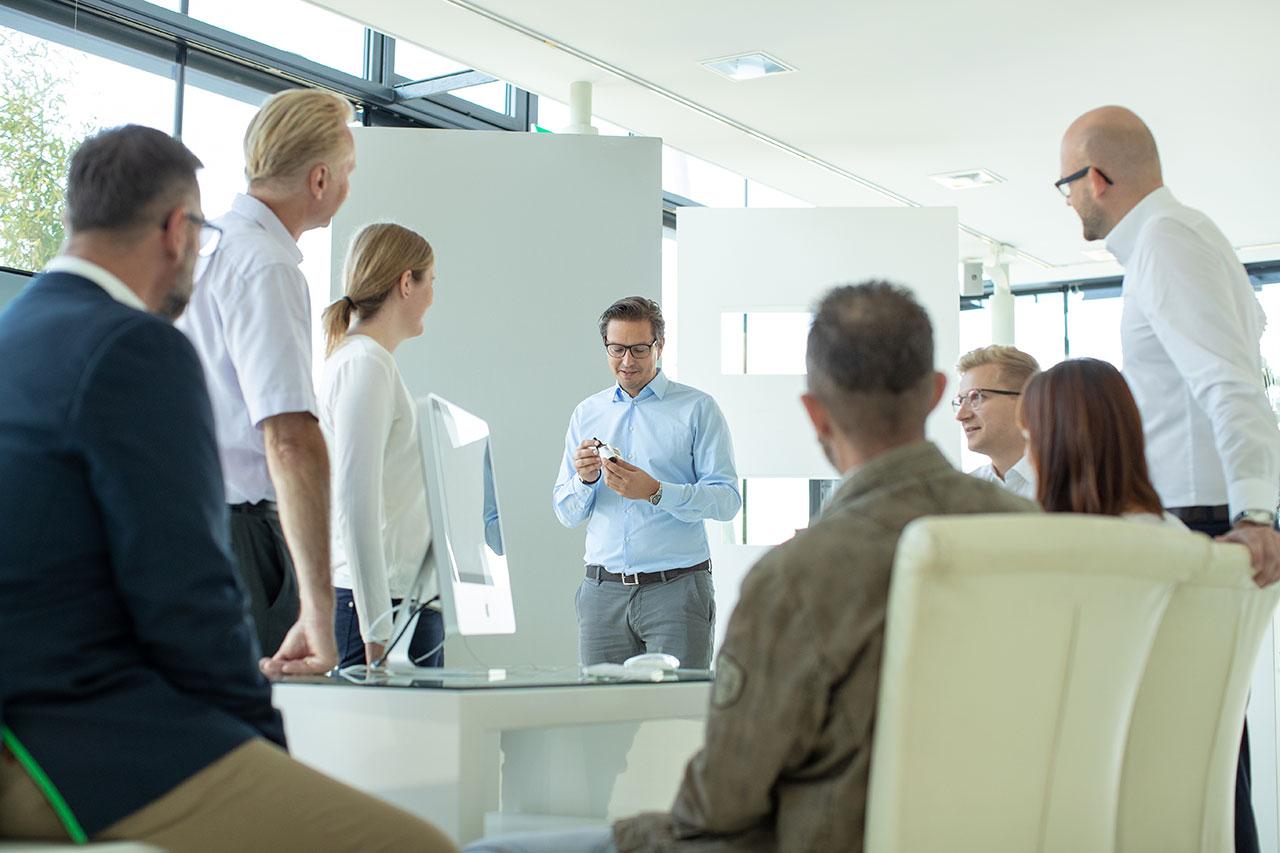 In der eigenen Abteilung für Forschung und Entwicklung werden unter der Leitung des Pharmazeuten Mag. Schöggl ständig neue Produkte entwickelt.